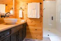 Cottonwood Suite bathroom