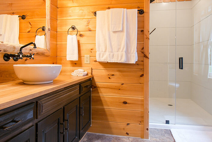 Amish Country Inn Blue Spruce Suite Jacuzzi Tub