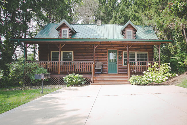 The Evergreen Log Cabin exterior view