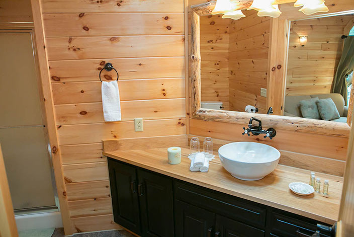 Amish Country Bed and Breakfast Bathroom - Luxury Inn
