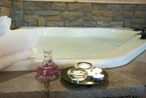 Berlin Ohio Lodging - Romantic Jacuzzi Tub in the Hawk's Nest Cabin
