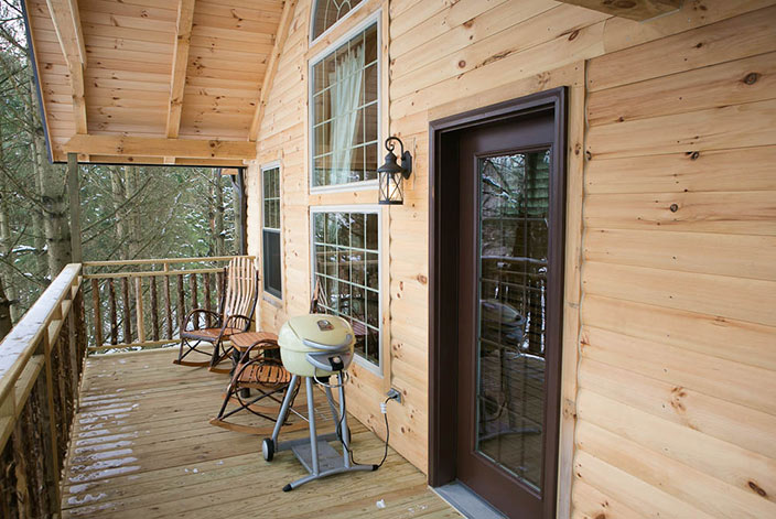 Tree House Cabin in Amish Country - Private Porch