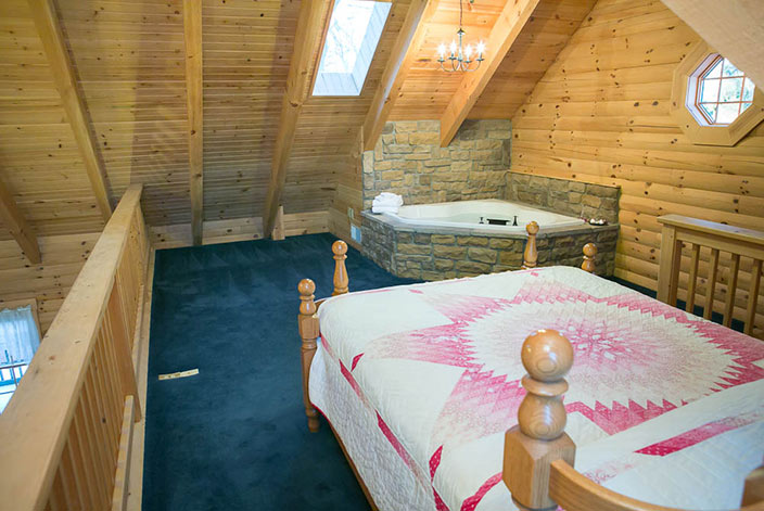 Holmes County Lodging - Loft with Bed & Jacuzzi Tub