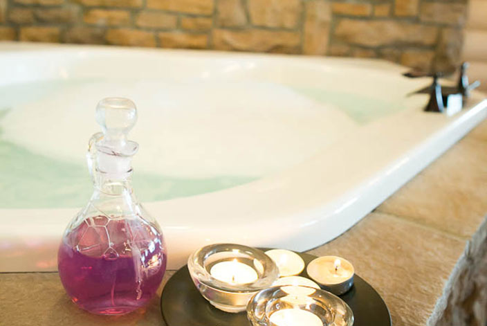 Romantic Getaway in Berlin, OH Cabin Rentals Jacuzzi Bath