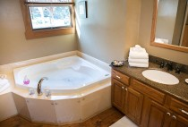 Romantic Bed and Breakfast in Berlin, OH - Jacuzzi Tub for Two