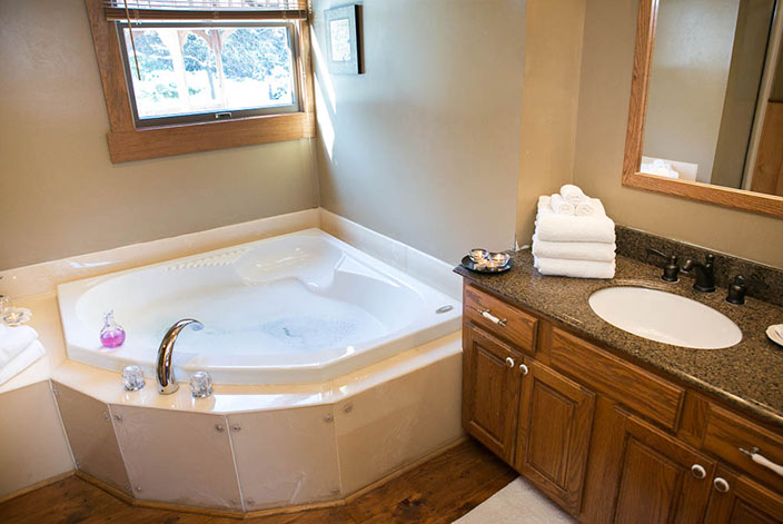... Romantic Bed And Breakfast In Berlin, OH   Jacuzzi Tub For Two Part 31