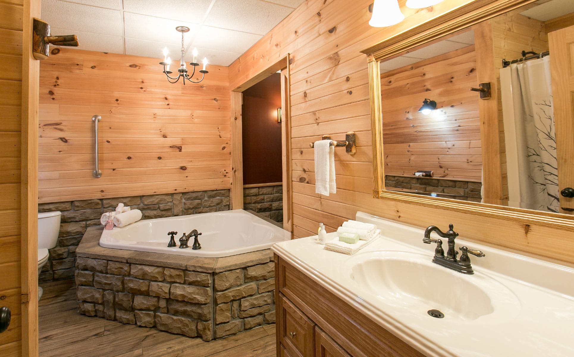 Bathroom with 2-person jetted tub