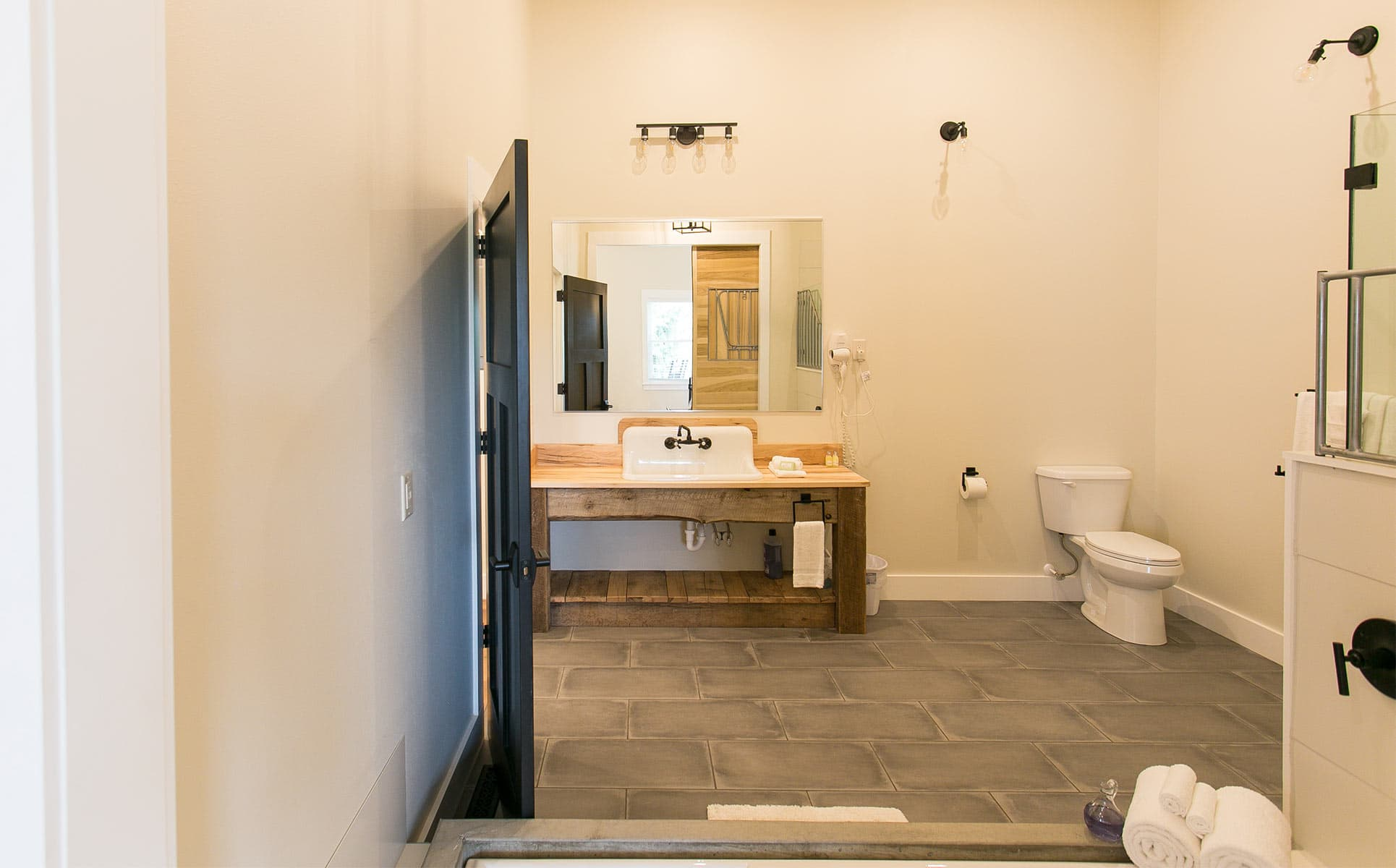 Large Bathroom area
