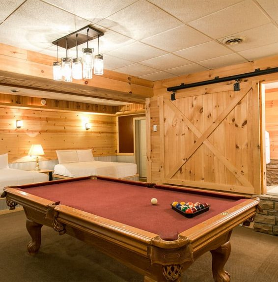 Lower floor with pool table in Blue Jay's Nest