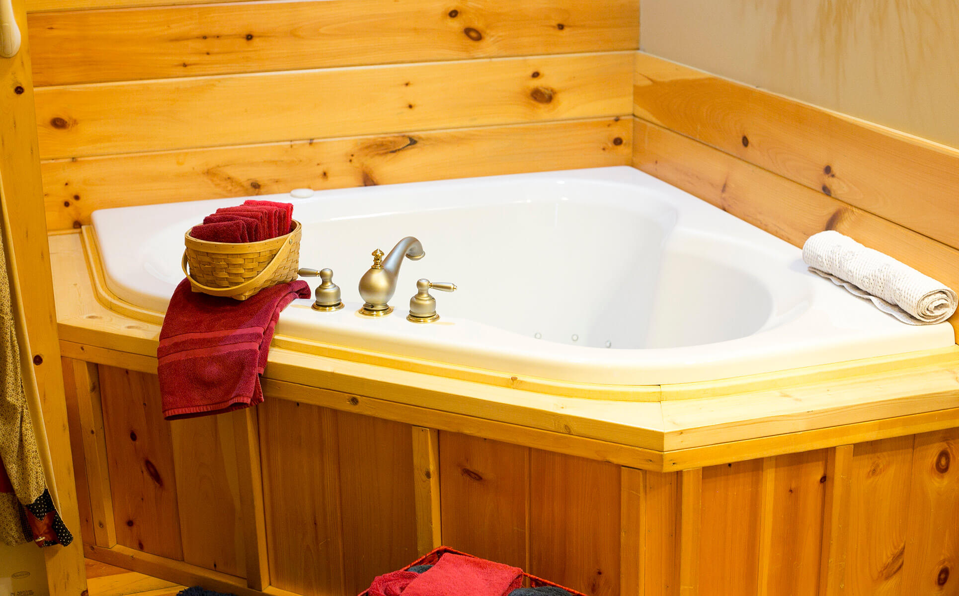 Hope Suite jetted tub
