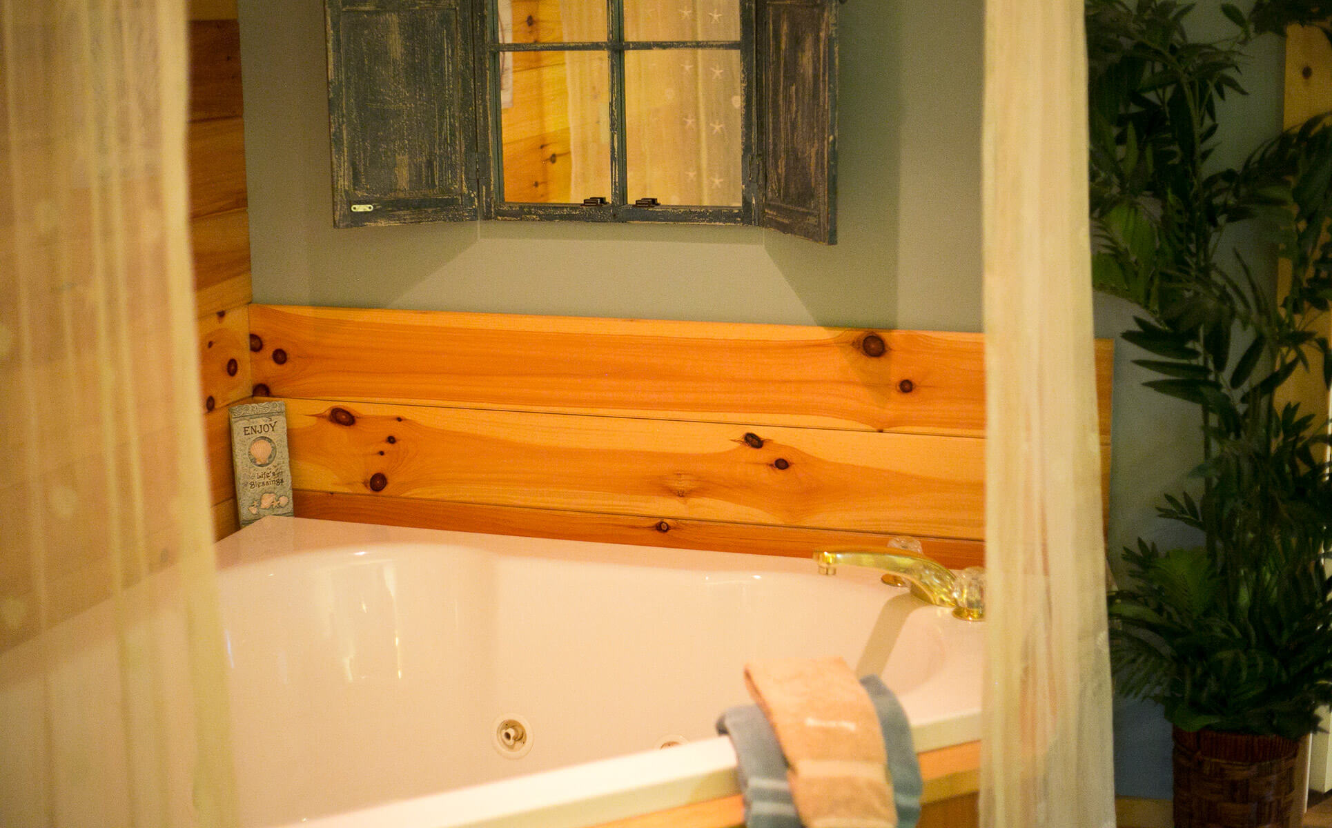 Serenity Suite jetted tub