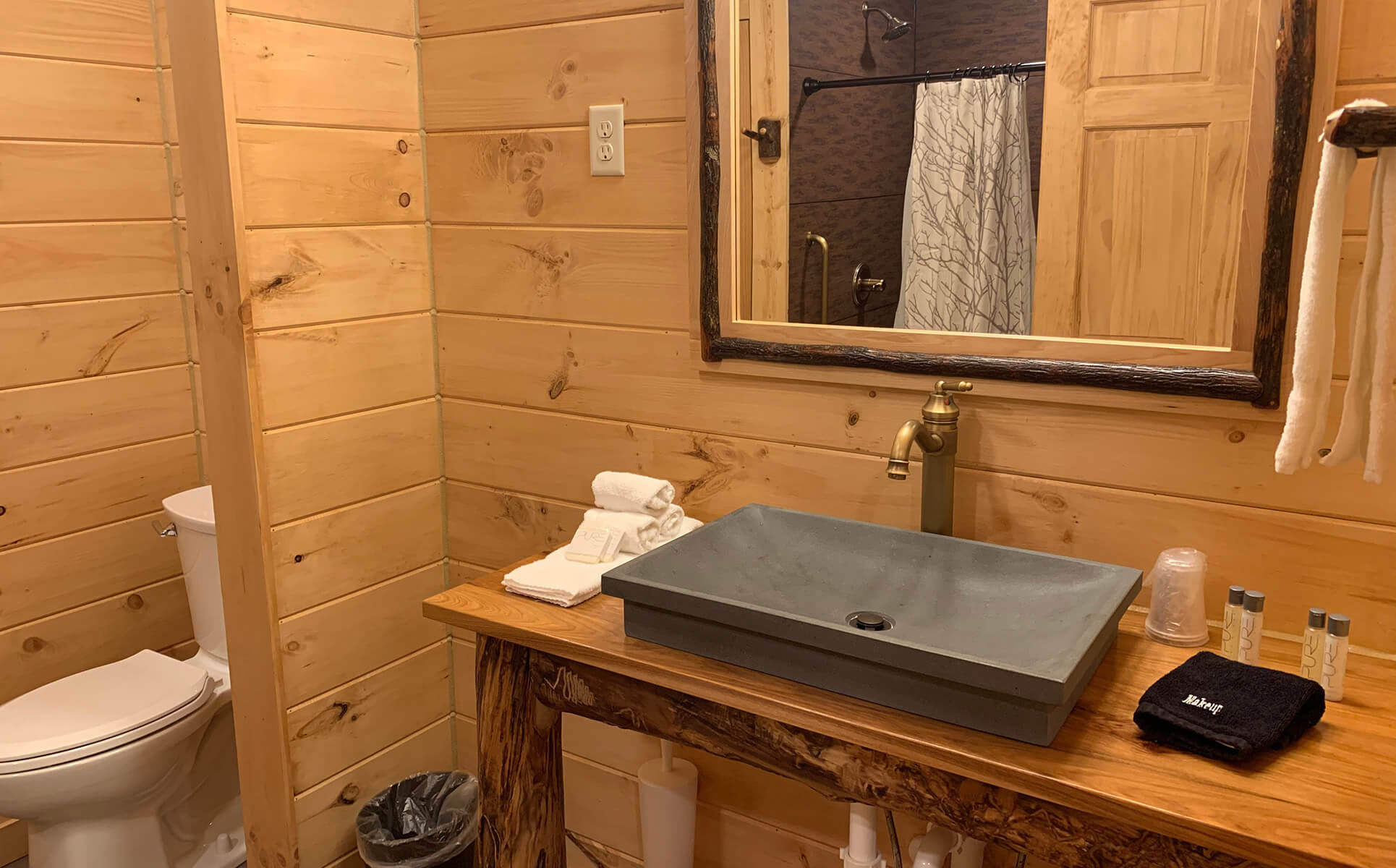 Briarwood Cabin bathroom