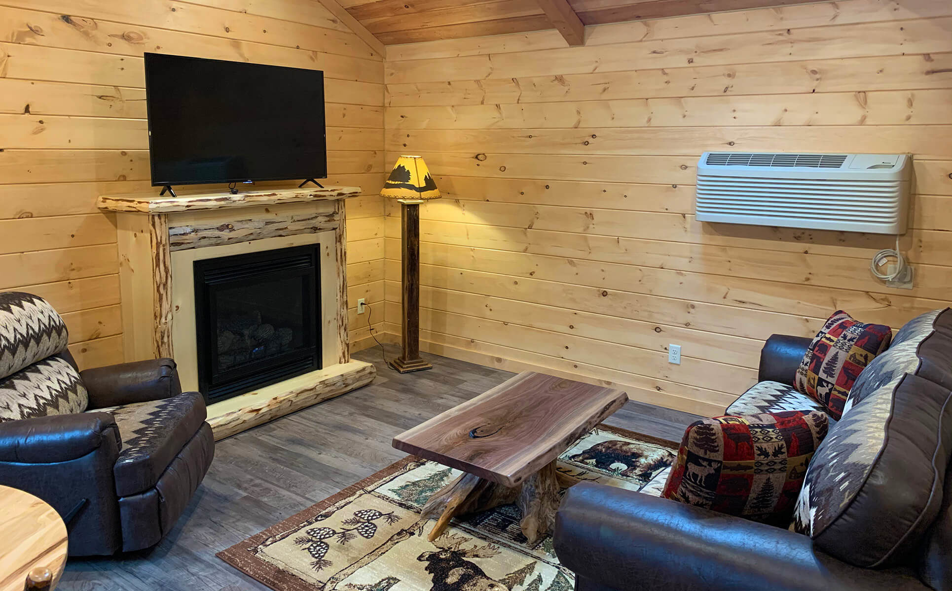 Briarwood Cabin living room
