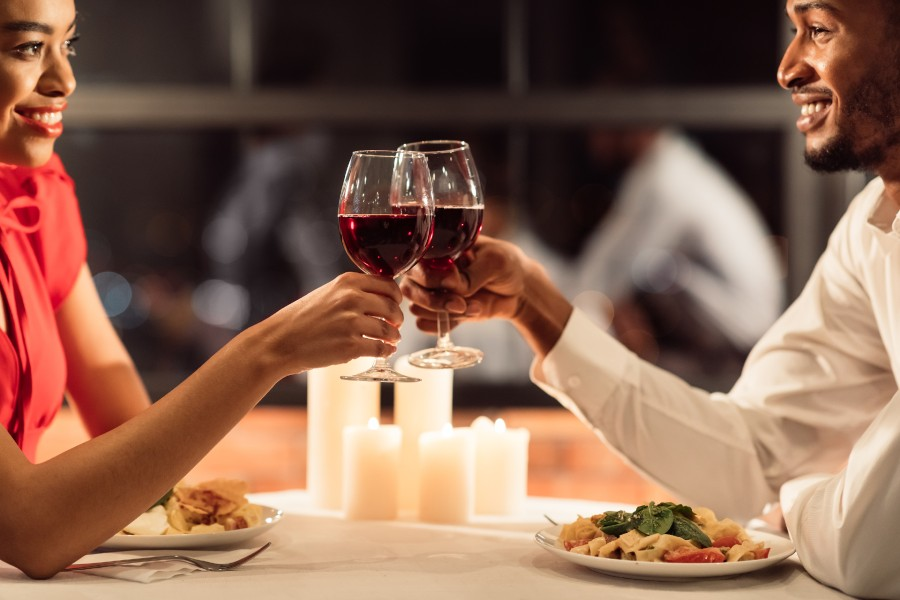 Couple toasting red wine on a romantic getaway near Columbus, Ohio
