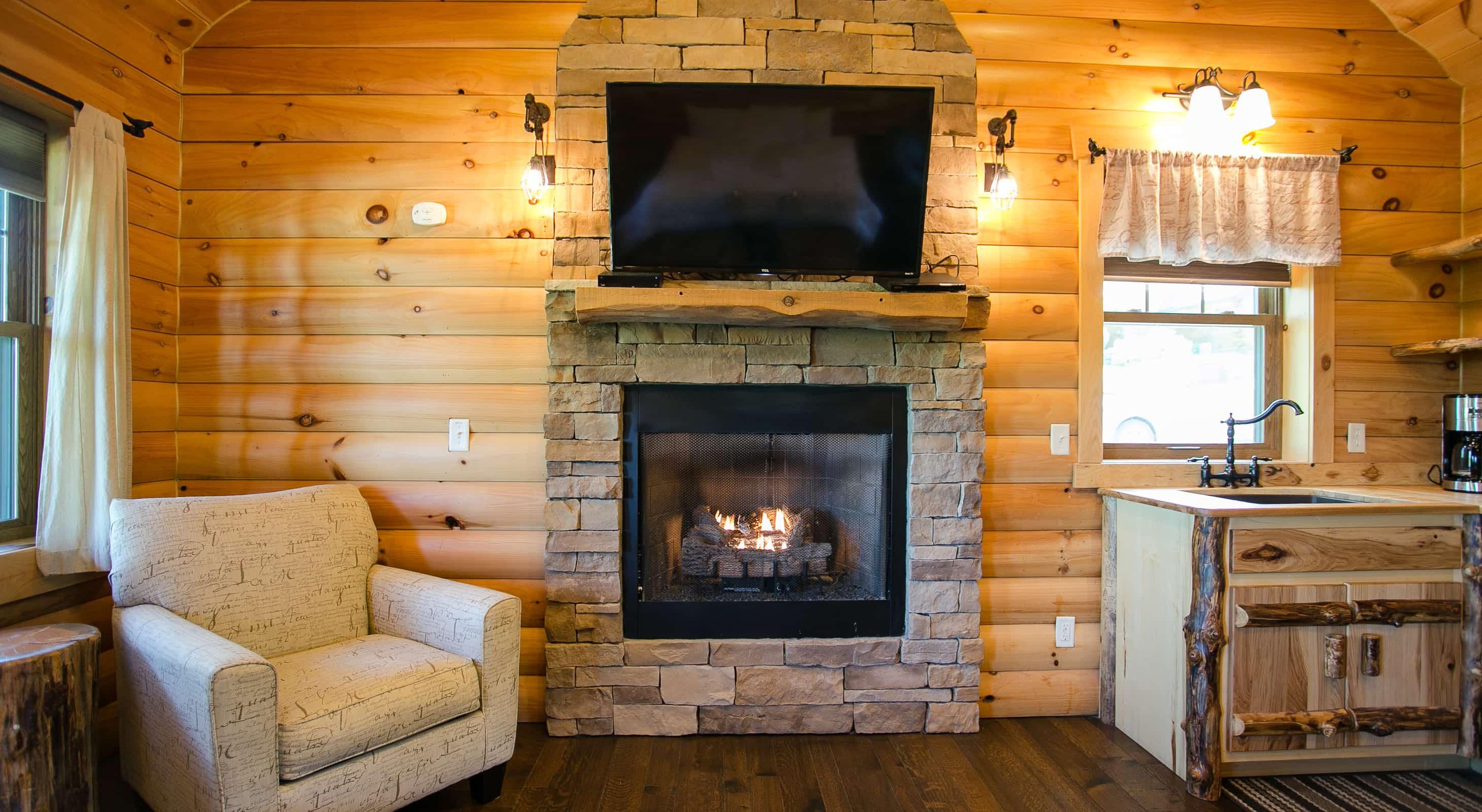 Coblentz Cabins Dogwood Cabin fireplace